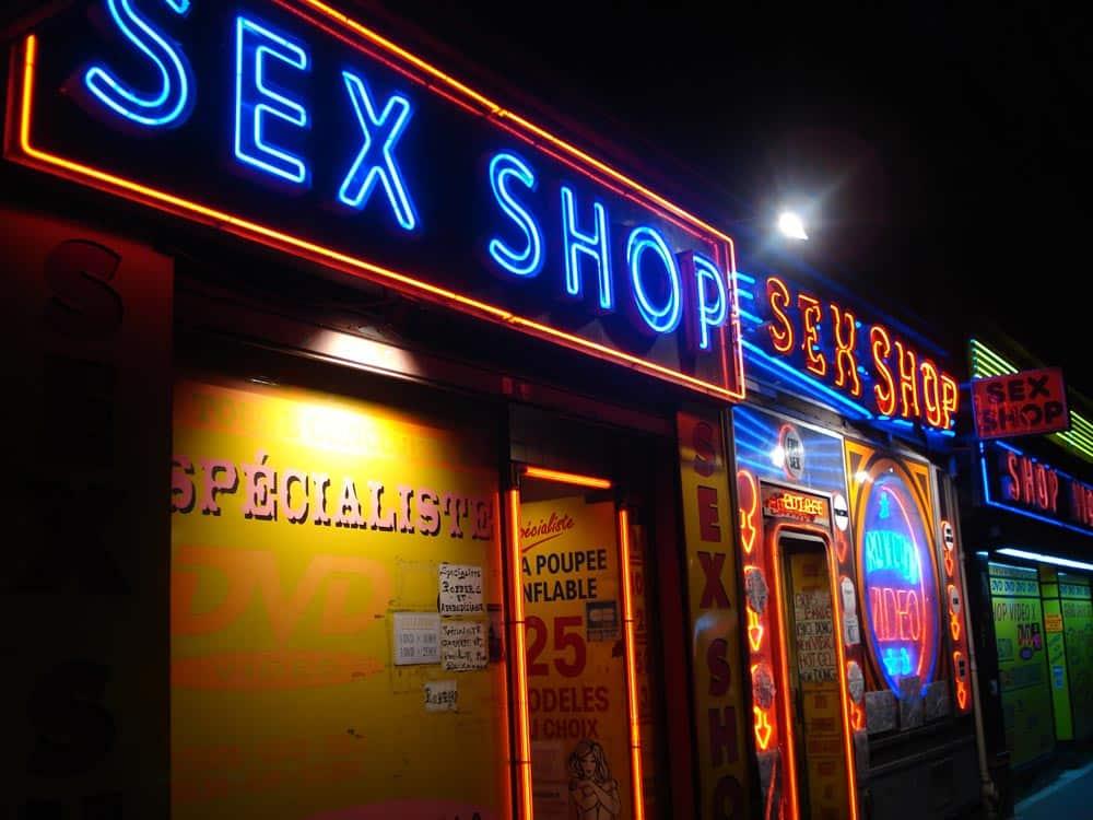 Der erste peinliche gang in den Sexshop