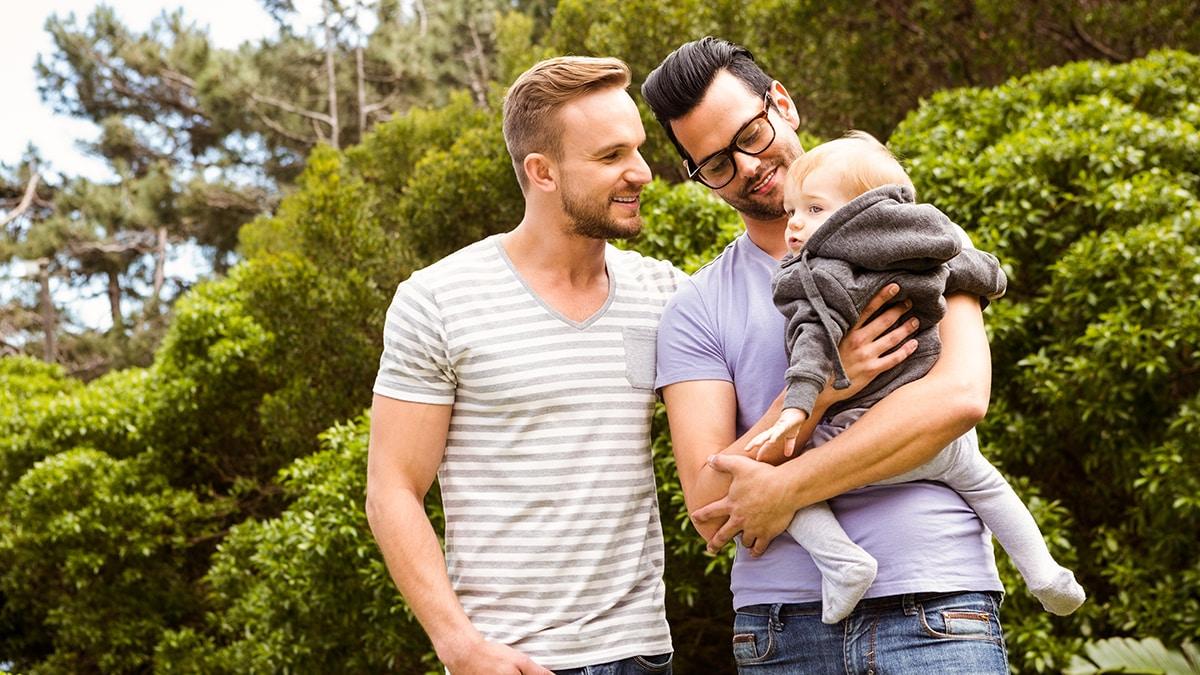 Oftmals werden Kinder von Regenbogenfamilien gemobbt.