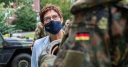 Bundeswehr Annegret Kramp-Karrenbauer entschuldigt sich bei Homosexuellen