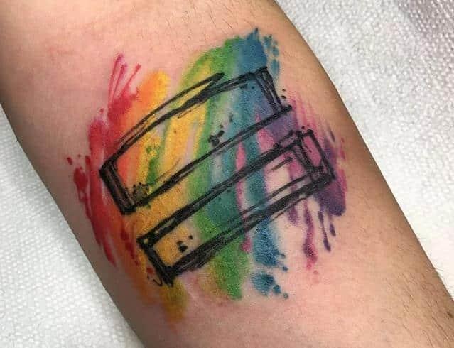 Tattootrend Nr. 2 das Gleichzeichen