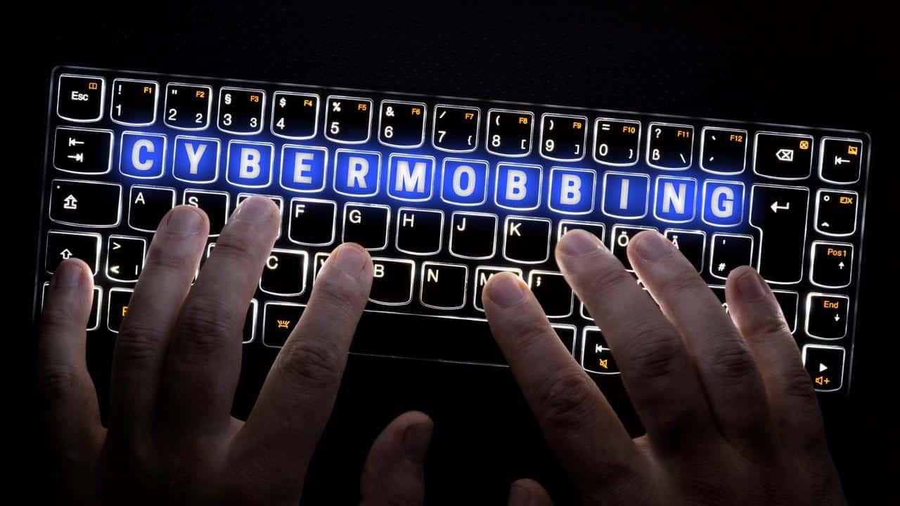 Viele LGBTQ Anhänger leiden unter Cybermobbing im Internet
